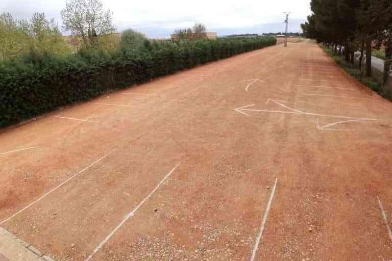El IES Vicente Cano de Argamasilla de Alba cuenta con una nueva y amplia zona de aparcamiento de vehículos