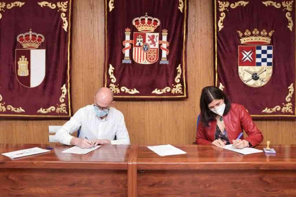 actividad literaria e1618015628670 - El Ayuntamiento contribuye a desarrollar la actividad literaria de Aldaba