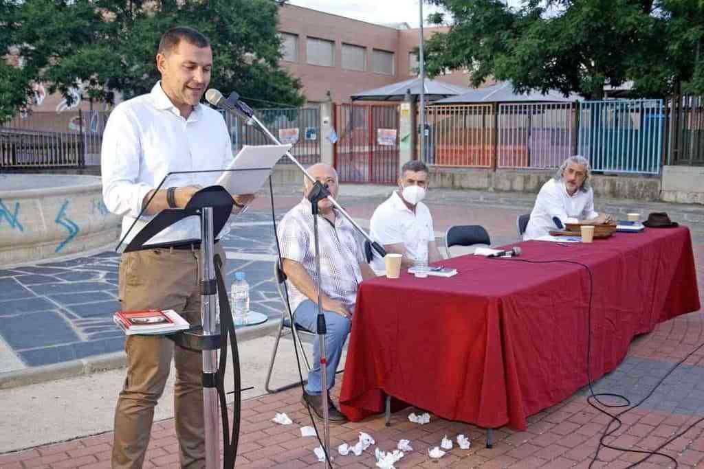 David Garcia durante un momento de su intervencion en la presentacion de Los colores del Tassili - La presentación de 'Los colores del Tassili y otros relatos' se convirtió en un interesante acto cultural y una gran demostración de oratoria