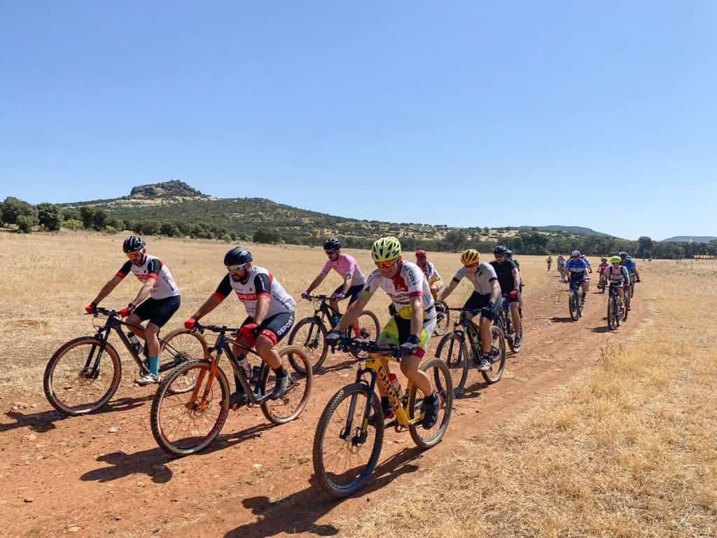 El termometro ha permitido disfrutar plenamente de la jornada - 40 ciclistas en la ruta promocional del Geoparque, entre Almodóvar y Villamayor