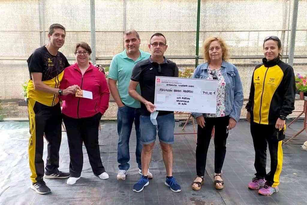 carrera virtual argamasilla de alba - El Club de Atletismo entrega 740 euros recogidos en la II Carrera Virtual Solidaria de Argamasilla de Alba