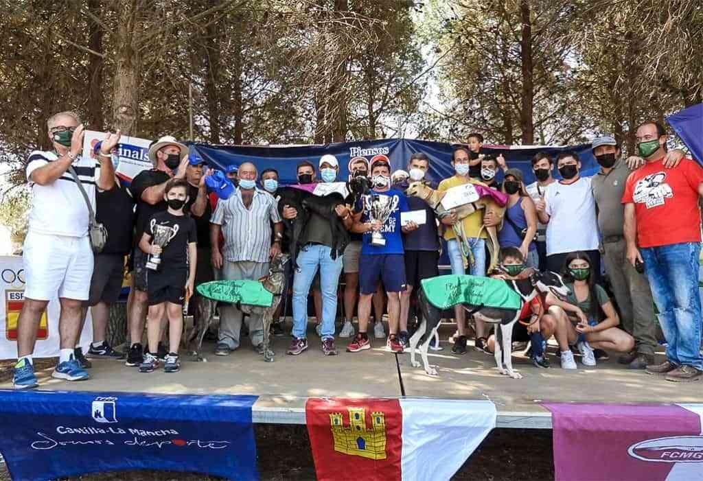 Plantel de triunfadores - Satisfactoria celebración de hermandad en el I Campeonato de Galgos en Recta de Castilla-La Mancha