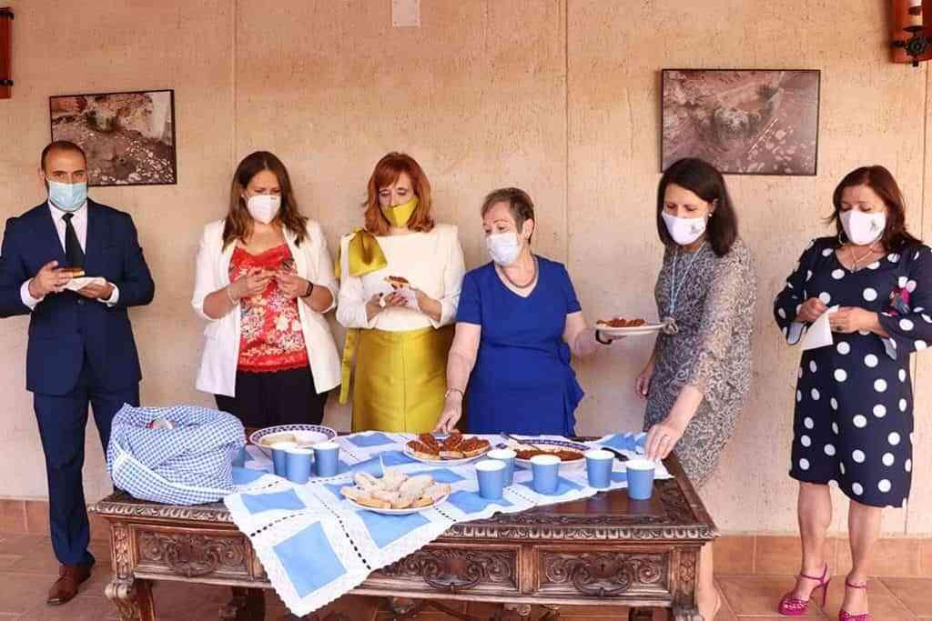 Compartiendo el pisto homenaje a rabaneros ausentes en la Casa de la Inquisicion - El pisto de las Amas de Casa vuelve a recordar a todos los hijos ausentes de su Argamasilla de Calatrava