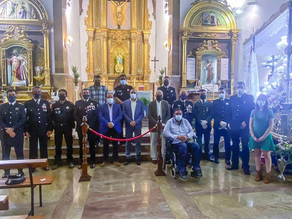 Autoridades civiles y agentes policiales rabaneros y de otros puntos de la comarca - La Policía Local de Argamasilla de Calatrava celebró ayer el día de sus patronos, los Santos Ángeles Custodios